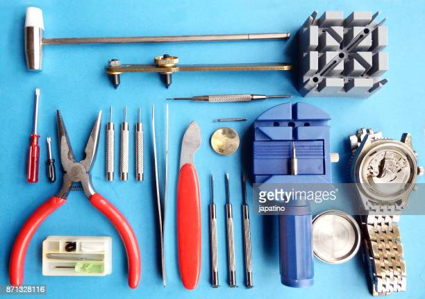knolling. watchmaker's tools - klokkentoren met wijzerplaat stockfoto's en -beelden