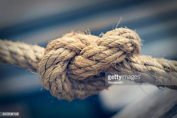 knotted rope, close-up - seil stock-fotos und bilder