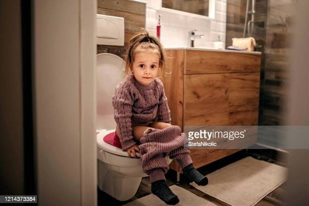 i know how to do it alone - kids peeing stock pictures, royalty-free photos & images