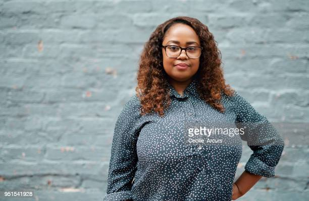 know what you're worth and never settle for less - curvy african women stock pictures, royalty-free photos & images