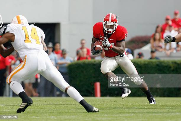 Knowshon Moreno of the Georgia Bulldogs carries the ball during the game against the Tennessee Volunteers at Sanford Stadium on October 11 2008 in...