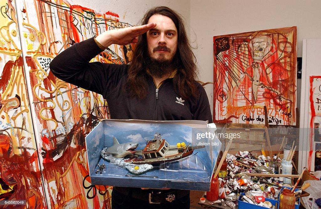 Künstler Maler Berlin jonathan meese in seinem maler atelier pictures getty images
