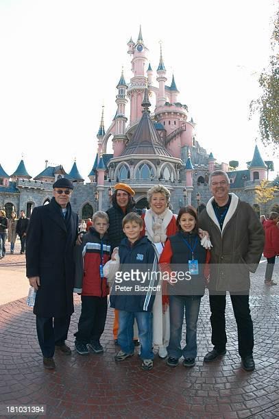 Knut Hinz Sohn Jasper Hinz Mutter Andrea Richter Alexander Spatzek MarieLuise Marjan Nora Hinz Bodo Bressler DisneylandParis Paris/Frankreich...