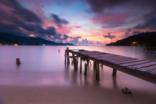 Ko Chang Scenery - the small old wooden pier on the beach of Ko Chang at Dawn. - gettyimageskorea
