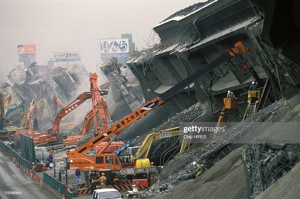 Kobe after the earthquake in Japan in January, 1995. : ニュース写真