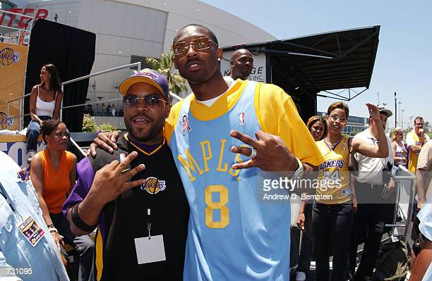 Kobe Bryant and Ice Cube at the Los Angeles Lakers parade outside of Staples Center on June 14 2002 in Los Angeles California NOTE TO USER User...