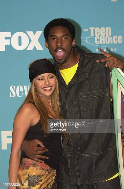 Kobe Bryant and wife Vanessa Bryant during 2000 Teen Choice Awards at Barker Hanger in Santa Monica California United States