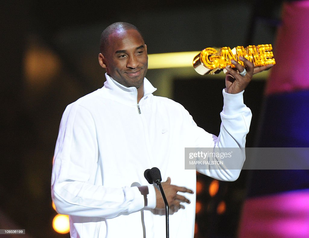 Kobe Bryant (R) of the L.A. Lakers with his 'King of the Court' award at the Cartoon Networks 'Hall of Game Award' ceremony at the Barker Hanger in Los Angeles on February 21, 2011. The first ever Cartoon Network Hall of Game Awards, is an awards show, that lets the viewers vote and honor their favorite sports stars and sports moments of the year. AFP PHOTO/Mark RALSTON