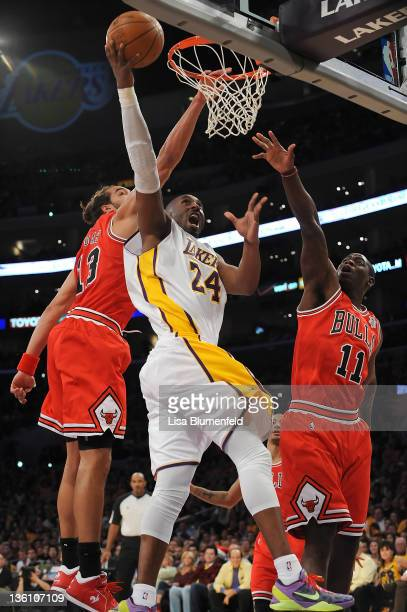 Kobe Bryant of the Los Angeles Lakers drives to the basket against Joakim Noah and Ronnie Brewer of the Chicago Bulls during the game at Staples...