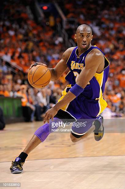 Kobe Bryant of the Los Angeles Lakers drives to the basket in Game Three of the Western Conference Finals against the Phoenix Suns during the 2010...