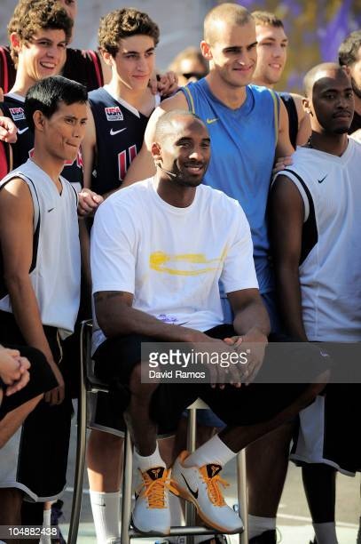 Kobe Bryant of the Los Angeles Lakers poses with the 'House of Hoops' contest by Foot Locker players after the contest on October 6 2010 in Barcelona...