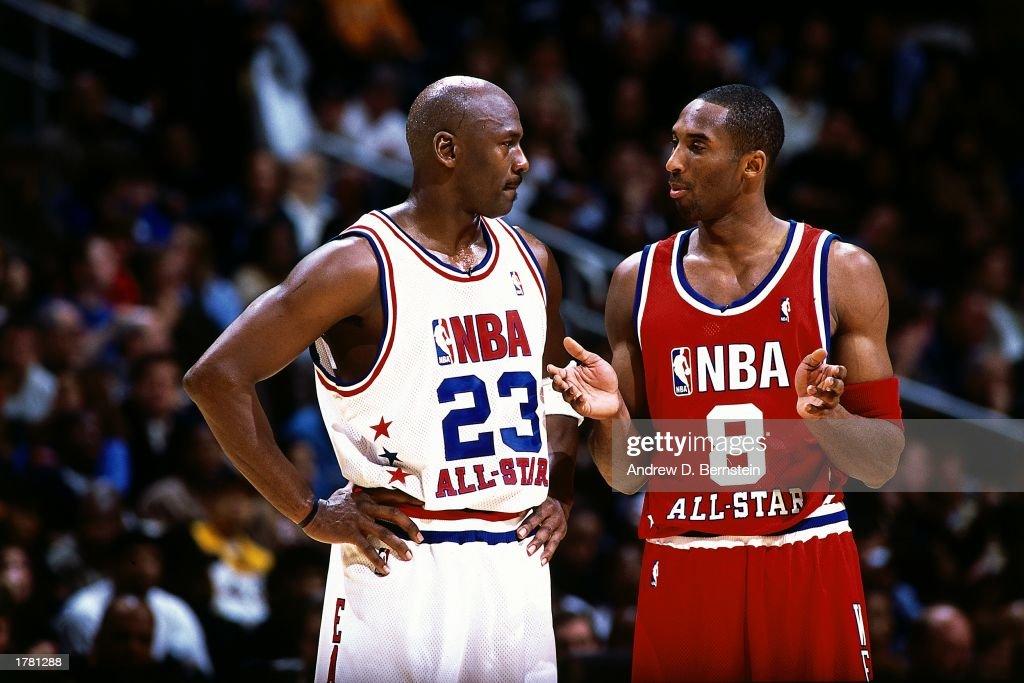 Bryant talks with Jordan : News Photo