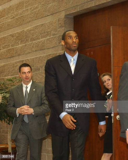 Kobe Bryant with security and Pam Mackey inside the Eagle County Justice Center during pretrial hearings March 1 2004 in Eagle Colorado Bryant will...