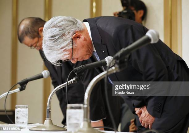 Kobe Steel Ltd Chief Executive Officer Hiroya Kawasaki bows in apology during a press conference in Tokyo on Oct 13 2017 Japan's thirdlargest...