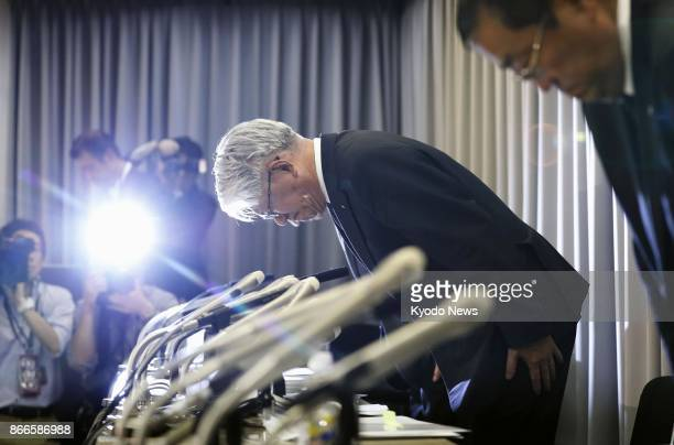 Kobe Steel Ltd Chief Executive Officer Hiroya Kawasaki bows in apology during a press conference in Tokyo on Oct 26 2017 Japan's thirdlargest...