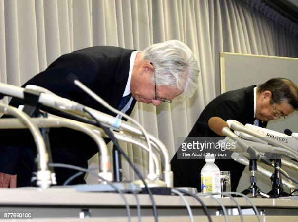 Kobe Steel President Hiroya Kawasaki bows for apology during a press conference on November 10 2017 in Tokyo Japan Kawasaki submitted the report to...