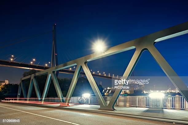 koehlbrandbruecke at night - köhlbrandbrücke stock photos and pictures
