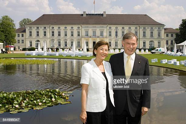 Koehler Horst Politician Federal President CDU Germany and his wife Eva Luise in the garden of Schloss Bellevue in Berlin