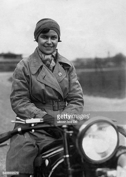 Koehler von Skal Hanni Sportswoman Motorcyclist Writer Germany *1907 Baronesse of Skal at the palace Ellgut Portrait on a motorcycle ca 1932...
