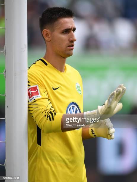 Koen Casteels of Wolfsburg gestures during the Bundesliga match between VfL Wolfsburg and 1 FSV Mainz 05 at Volkswagen Arena on September 30 2017 in...