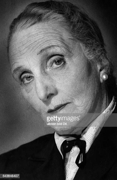 Koerner Hermine Actress Director Germany*30051878Portrait Photographer Charlotte Willott ca 1957Vintage property of ullstein bild