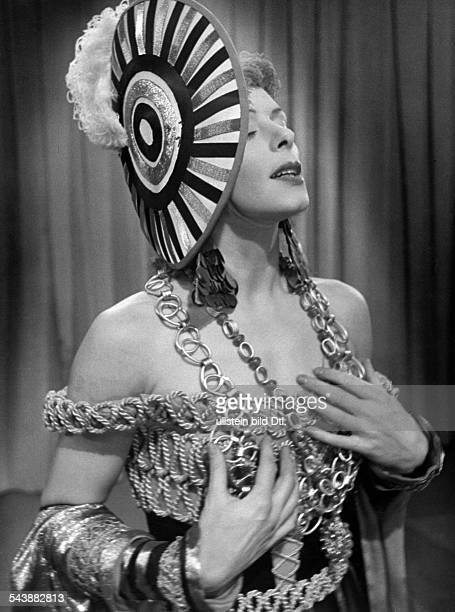 Koester Liselotte Dancer Germany* is wearing a costume by Benno von Arent Photographer Ullmann Published by 'Hier Berlin' 49/1940Vintage property of...