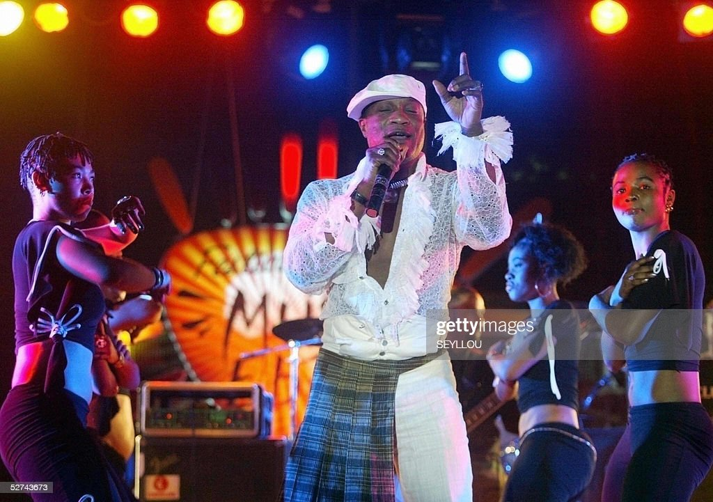 Koffi Olomide from Congo and dancers of : News Photo