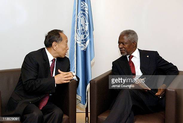 Kofi Annan, Secretary General of the United Nations meets with Mr. Li Zhaoxing, Foreign Minister, China