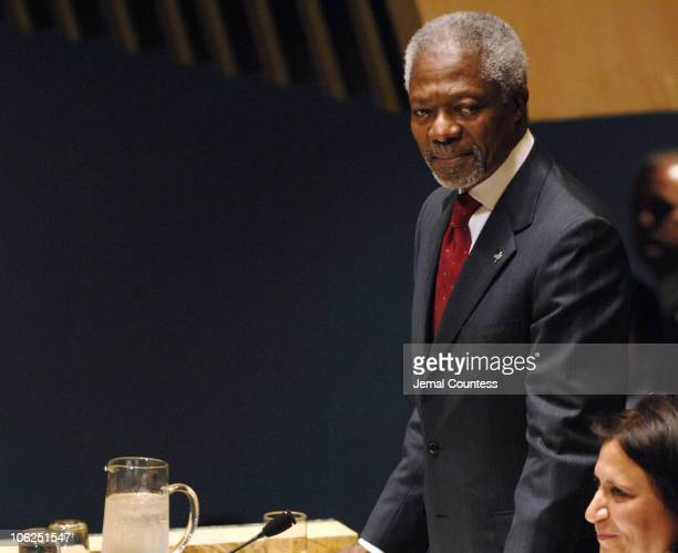 Kofi Annan Secretary General of the United Nations takes a bow at the Tribute to the SecretaryGeneral and Swaringin Ceremony for the Secretary...