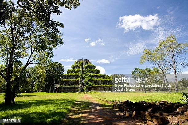 koh ker temple, siem reap, cambodia -  brajeul sylvain photos et images de collection