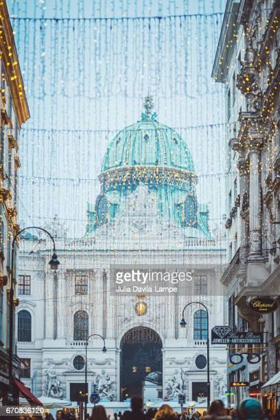 kohlmarkt at christmas time. - vienne autriche photos et images de collection