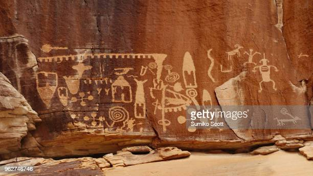 kohta circus petroglyphs in gold butte national monument, nevada - cave painting 個照片及圖片檔