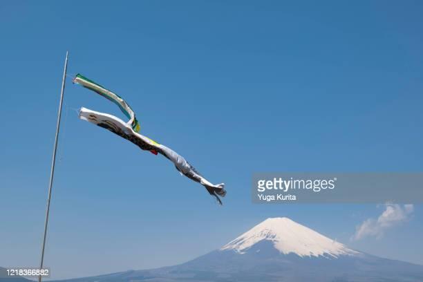 koi nobori (carp streamers) and mt. fuji - 五月 ストックフォトと画像