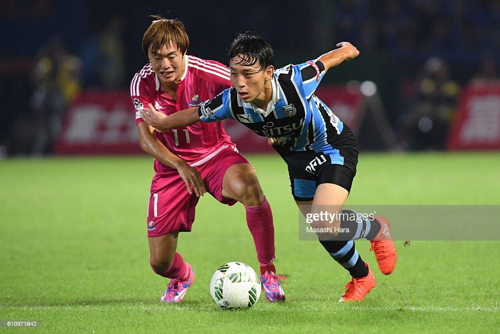 Koji Miyoshi #26 of Kawasaki Frontale and Manabu Saito #11 of Yokohama F.Marinos compete for the ball during the J.League match between Kawasaki Frontale and Yokohama F.Marinos at the Todoroki Stadium on September 25, 2016 in Kawasaki, Japan.