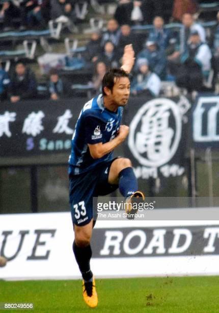 Koji Yamase of Avispa Fukuoka scores the opening goal with his team mates during the JLeague J1 Promotion PlayOff semi final match between Avispa...