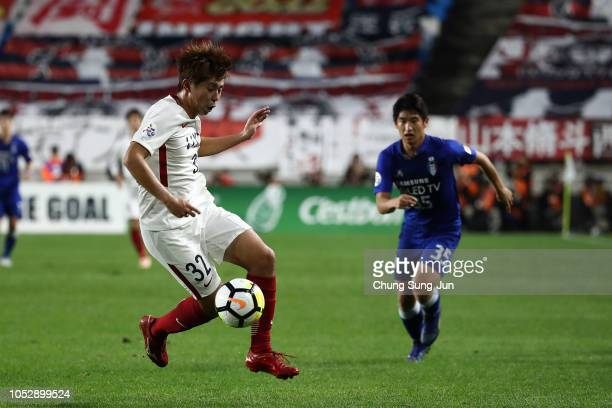 Koki Anzai of Kashima Antlers controls the ball during the AFC Champions League semi final second leg match between Suwon Samsung Bluewings and...