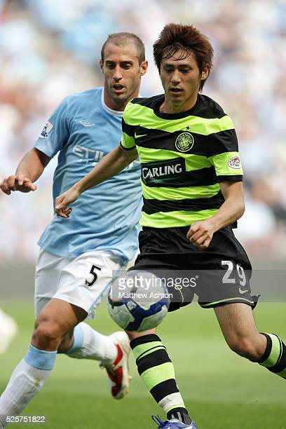 Koki Mizuno of Celtic and Pablo Zabaleta of Manchester City