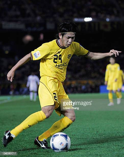 Koki Mizuno of Kashiwa Reysol controls the ball during the FIFA Club World Cup 3rd place match between Kashiwa Reysol and AlSadd Sports Club at the...