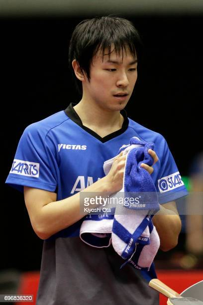 Koki Niwa of Japan uses his towel in the Men's Singles quarter final match against Ma Long of China during day four of the 2017 ITTF World Tour...