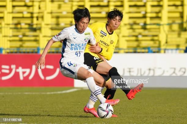 Koki Sugimori of Tokushima Vortis and Taiyo Koga of Kashiwa Reysol compete for the ball during the J.League Meiji Yasuda J1 match between Kashiwa...