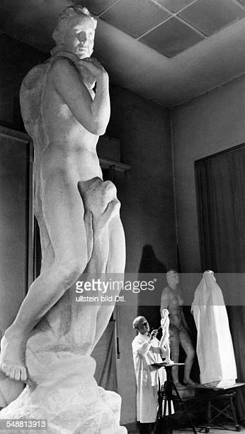 Kolbe Georg *15041877 Artist sculptor Germany Kolbe in his studio working on a sculpture