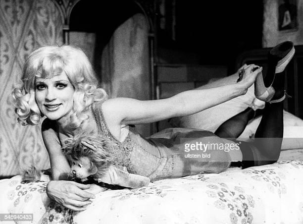 Koller Dagmar *Saengerin Schauspielerin Oesterreich als 'Irma La Douce' 1973