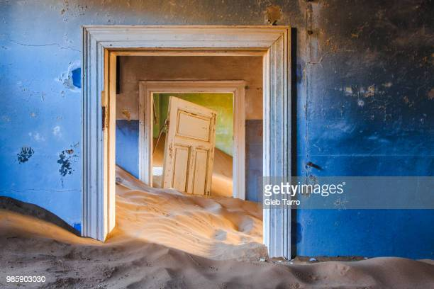 kolmanskop - ghost town - namibia stock pictures, royalty-free photos & images