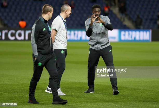 Kolo Toure of Celtic speaks to his team mates prior to the UEFA Champions League group B match between Paris SaintGermain and Celtic FC at Parc des...