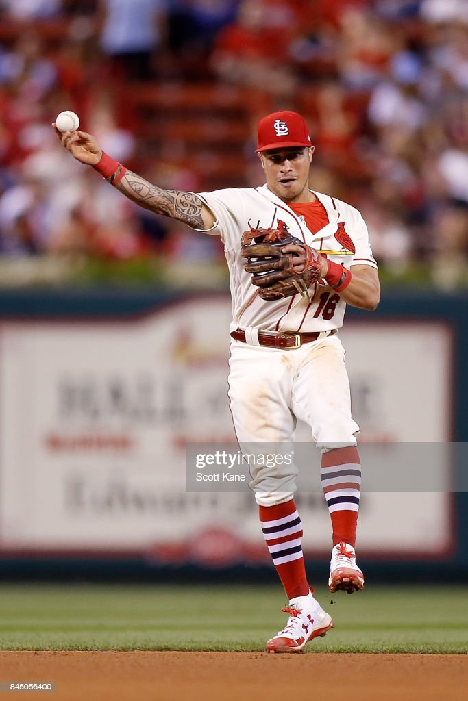 Kolten Wong #16 of the St. Louis Cardinals makes a play during the sixth inning against the Pittsburgh Pirates at Busch Stadium on September 9, 2017 in St. Louis, Missouri.