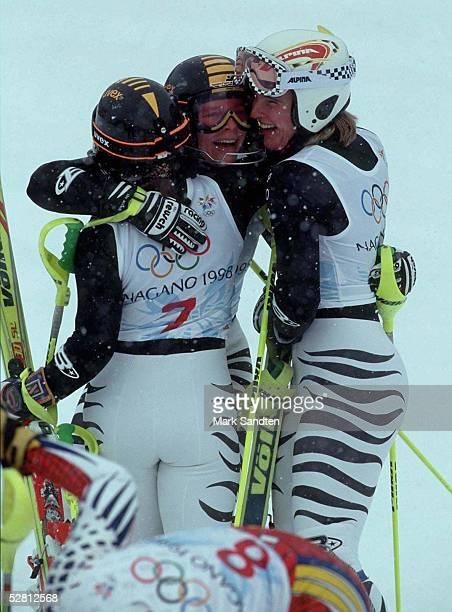 Kombination Slalom Frauen 170298 vlnr Martina ERTL Katja SEIZINGER Hilde GERG