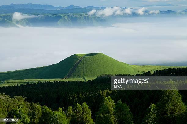 kome zuka, aso, kumamoto, japan - 熊本県 ストックフォトと画像