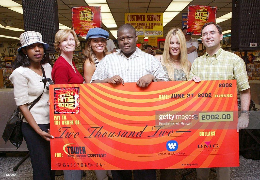Totally Hits 2002 Lip-Sync Karaoke Contest : News Photo
