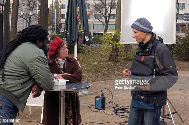 Komi Mizrajim Togbonou Ursula Werner Fred R Willitzkat Kurzfilm Ein Teller Suppe Berlin Deutschland Europa Film Szene Imbiss Scheinwerfer...