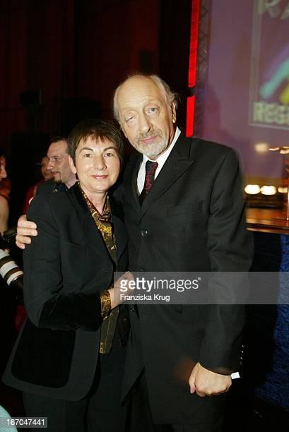 Komiker Karl Dall Mit Ehefrau Barbara Bei Der Verleihung Des Radio Regenbogen Award 2003 Im Rosengarten In Mannheim